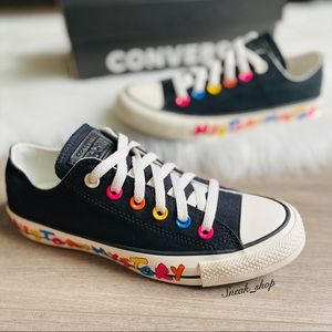 NWT Converse Chuck Taylor All Star Women's Shoes